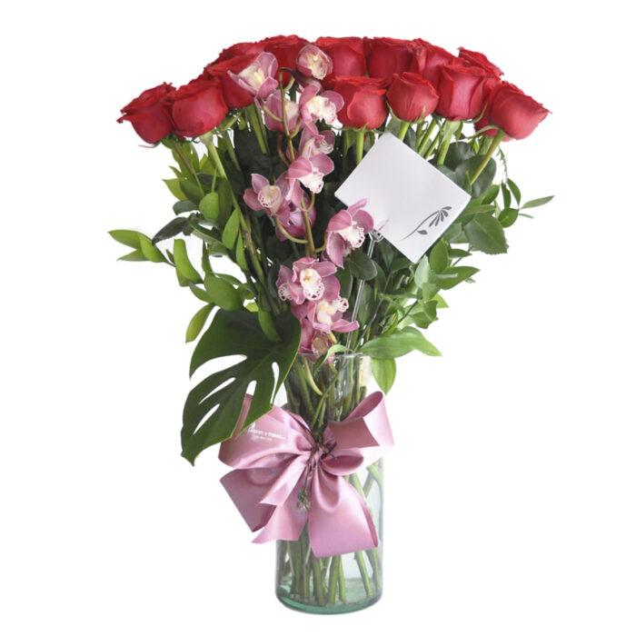 24 Rosas con una orquídea