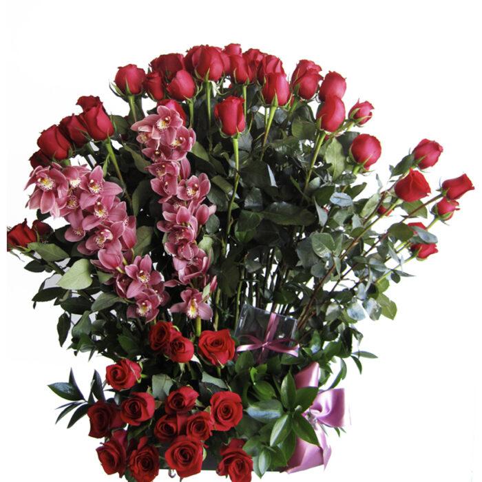100 rosas con 2 orquídeas