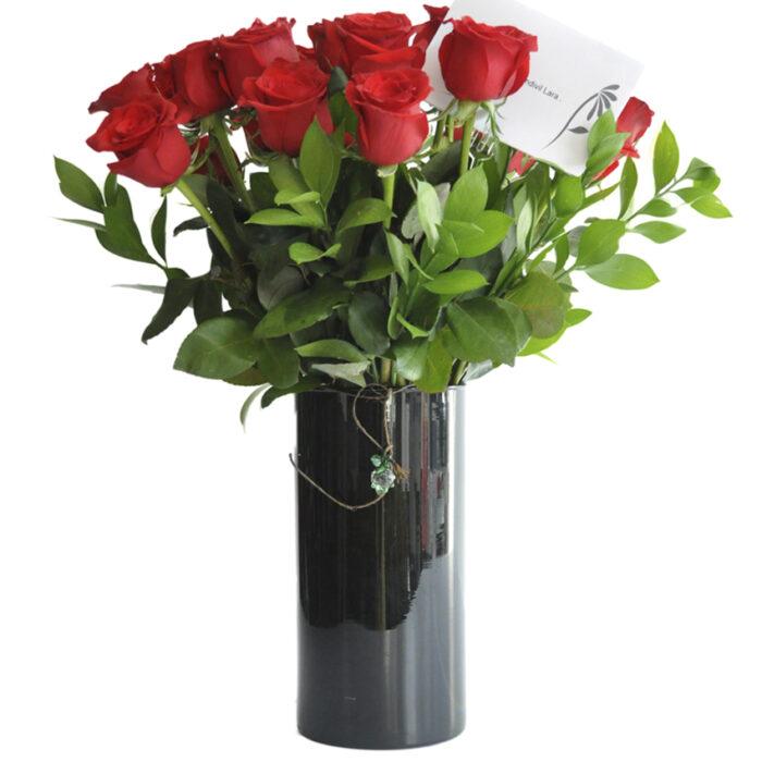 24 Rosas Rojas en base negra