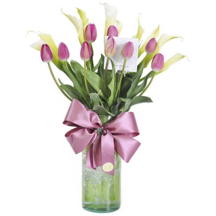 10 tulipanes rosas con alcatraz