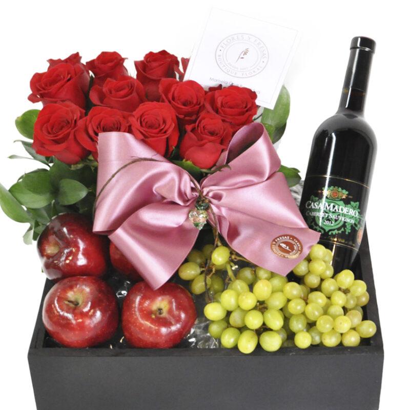 canasta rosas fruta y vino